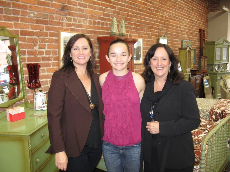 New Haven Of Shabby Chic Red Umbrella Consignment Opens
